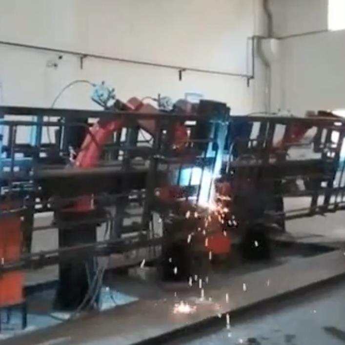 四机联动双变位机焊接
